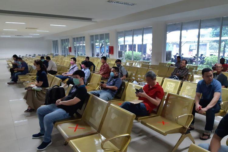 Ruang tunggu foto untuk pembuatan SIM, di Satpas SIM Daan Mogot, Kamis (19/3/2020)