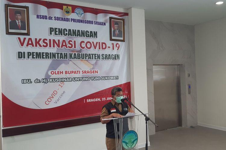 Kepala Dinas Kesehatan Kabupaten Sragen Hargiyanto saat memberikan sambutan pelaksanaan vaksinasi Covid-19 tahap pertama di RSUD dr Soehadi Prijonegoro Sragen, Senin (25/1/2021).