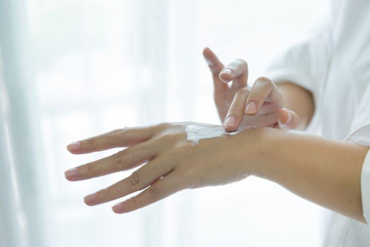 Kulit kering tak hanya terasa tidak nyaman dan mengganggu penampilan, tetapi juga lebih sensitif dan rentan terhadap kuman dan penyakit.