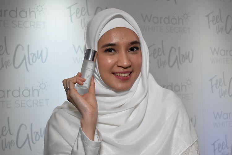 Dhini Aminarti menjadi Brand Ambassador dan juga The New Face of Wardah White Secret Series.
