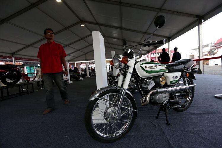 Motor klasik dipamerkan saat ajang Indonesia International Motor Show (IIMS) 2017 di JI Expo, Kemayoran, Jakarta, Sabtu (29/4/2017). Ajang pameran otomotif terbesar di Indonesia ini akan berlangsung hingga 7 Mei mendatang.