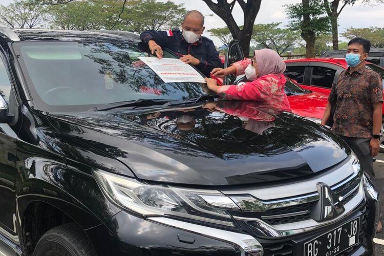 Mobil mewah jenis Mitsubishi Pajero Sport warna hitam tahun 2017 dengan nomor polisi BG 317 JO dengan nomor polisi BG 83 LL yang merupakan milik Eddy Hermanto saat disita oleh penyidik Kejaksaan Tinggi Sumatera Selatan.