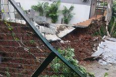 Gara-gara Hujan Deras, Tembok Rumah di Jagakarsa Longsor