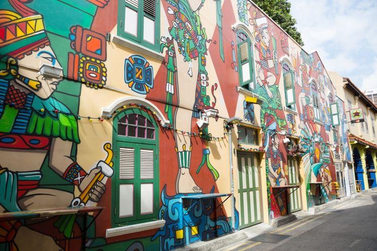 Karya seni mural yang hadir di sepanjang Haji Lane, memberikan nuansa ekletik yang unik pada kawasan ini