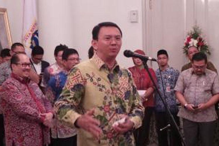 Gubernur DKI Jakarta Basuki Tjahaja Purnama saat menyampaikan sambutan dalam peluncuran Go-Busway, Qlue Transit, dan infrastruktur operation control center, di Balai Kota, Rabu (28/10/2015).