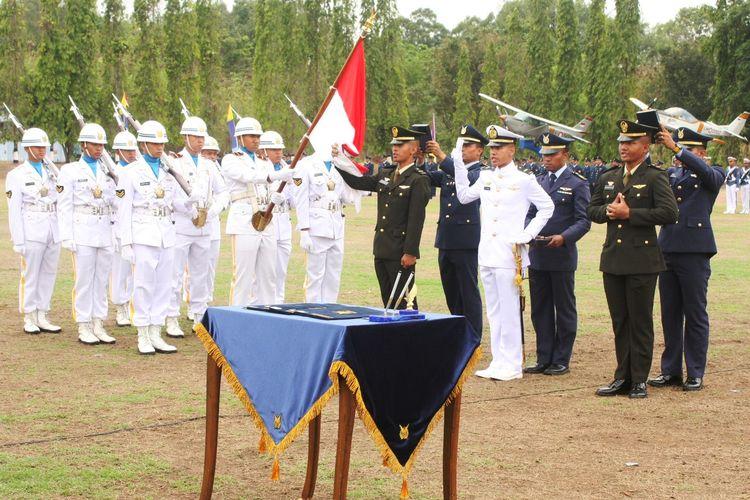 Pengambilan sumpah jabatan Perwira TNI.