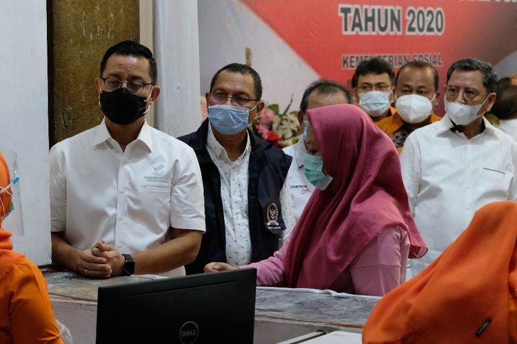 Penyaluran BST di Kota Medan, Sumatera Utara, Jumat (13/112020).