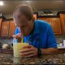 Rekor Dunia, Minum 1 Liter Sari Lemon dalam Waktu 16,5 Detik