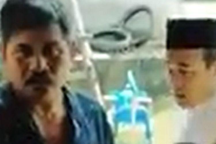 Dua pria hendak membubarkan ibadah sebuah keluarga di Kampung Rawasentul, Cikarang Pusat, Kabupaten Bekasi, Jawa Barat, Minggu (20/4/2020) kemarin. Polisi mengatakan, peristwa itu terjadi karena salah paham. Dua pihak telah berdamai.