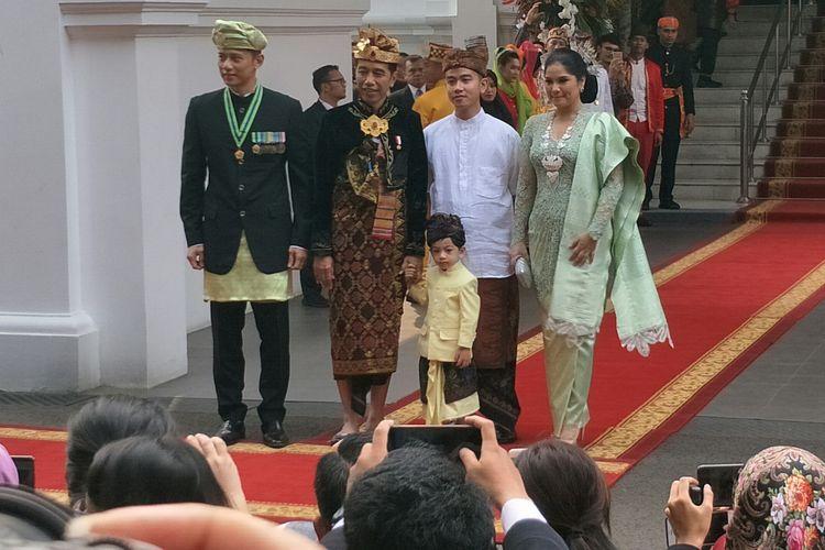 Presiden Joko Widodo  dan Jan Ethes berfoto dengan AHY