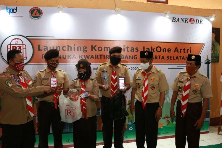 Bank DKI menggandeng Pramuka kwartir Jakarta Selatan, Pemerintah Kota Jakarta Selatan, dan Mountrash Avatar Indonesia meluncurkan komunitas JakOne Artri Pramuka Kwartir Jakarta Selatan.
