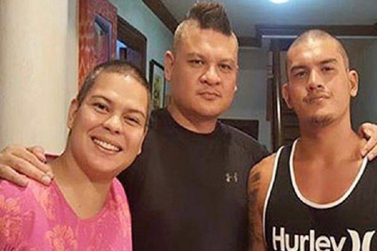 Foto Wakil Walikota Davao, Paolo Pulong Zimmerman Duterte, putra Presiden Filipina Rodrigo Duterte, yang diambil dari akun Facebooknya. Paolo (tengah) bersama dengan saudarinya Sara dan saudaranya Sebastian.