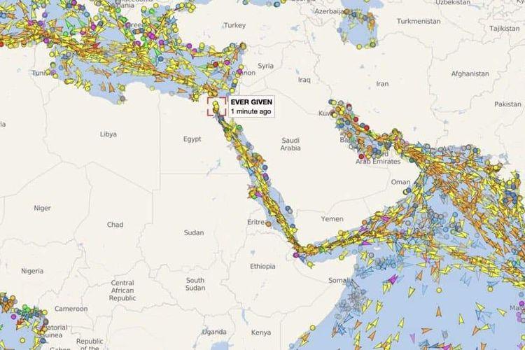 Lalu-lintas palayaran di terusan Suez yang macet, bisa dipantau lewat aplikasi dan situs MarineTraffic.
