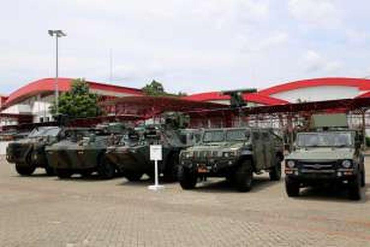 Tank Buatan pindad dalam pameran Indo Defence 2016 Expo & Forum di JIExpo Kemayoran, Jakarta Pusat, Rabu (2/11/2016). Perhelatan pameran alat pertahanan dari dalam dan luar negeri kali ini diikuti 174 delegasi resmi dari negara sahabat dan 6 Menteri Pertahanan.