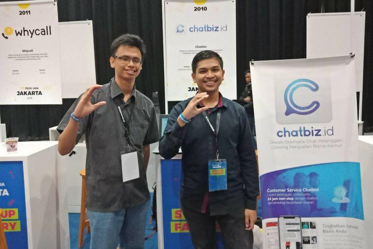 Mahasiswa ITB Terry Djony Syukur dan Muhammad Fathiyakan mengembangkan startup Chatbiz.id yang meraih pendanaan Pre Seed di ajang TechIn Asia Startup.