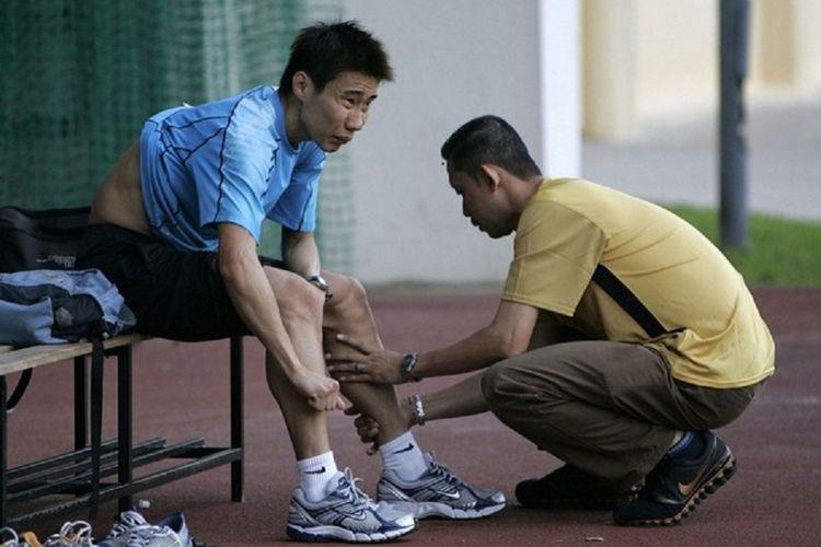 Lee Chong Wei (kiri) dan Misbun Sidek (kanan)
