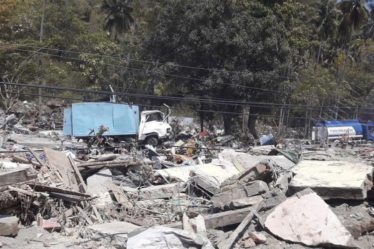Reruntuhan bangunan di Kabupaten Donggala yang terdampak gempa dan tsunami.