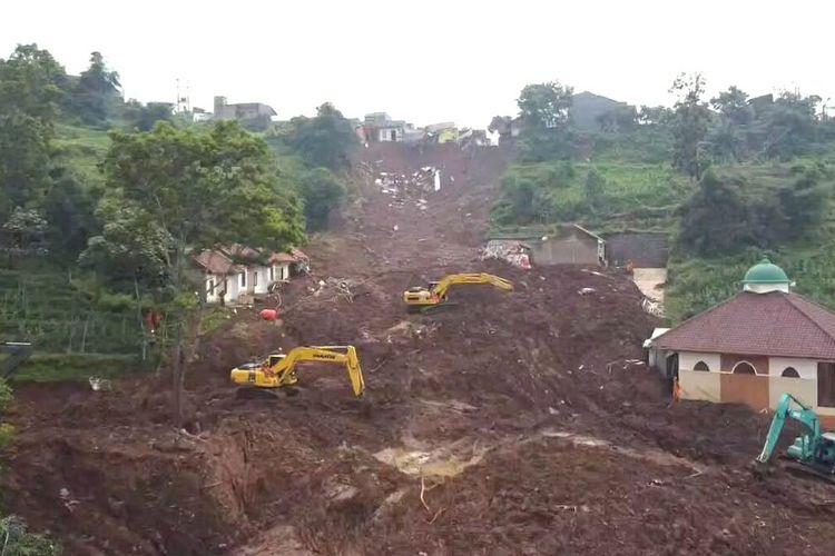 Alam di Desa Cihanjuang, Cimanggung, Sumedang, Jawa Barat rusak berat pasca-longsor yang terjadi Sabtu (9/1/2021). AAM AMINULLAH/KOMPAS.com