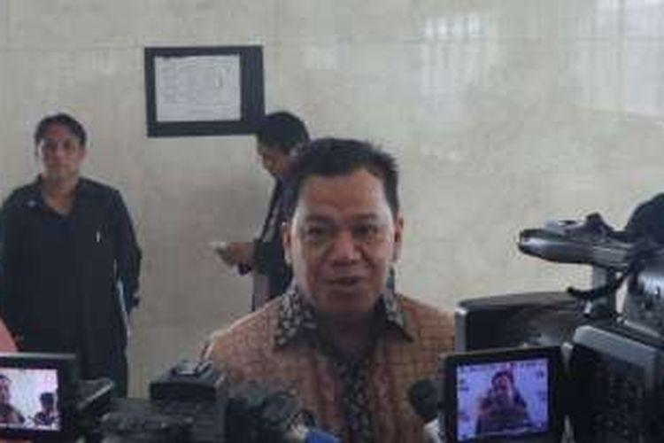 Politisi Partai Golkar Roem Kono di Kompleks Parlemen, Senayan, Jakarta, Jumat (20/5/2016)