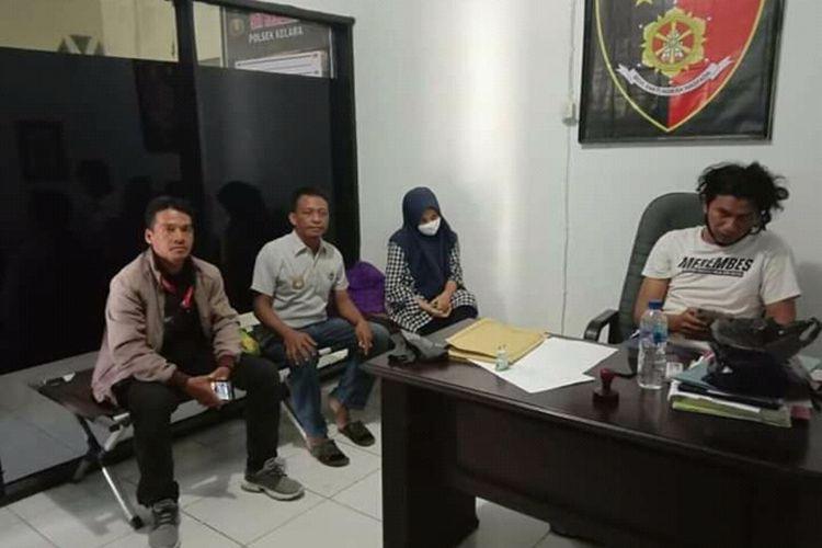 F (25) tengah diamankan di Mapolres Jeneponto, Sulawesi Selatan atas kasus pembunuhan yang melibatkan suaminya dan kekasih gelapnya. Kamis, (24/9/2020).