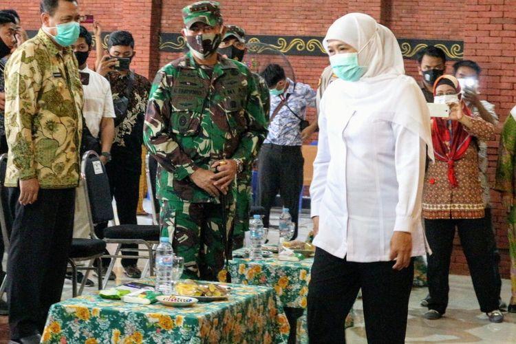 Gubernur Jawa Timur Khofifah Indar Parawansa, saat mengunjungi Kampung Coklat Majapahit yang berada di kawasan Wisata Desa BMJ, Desa Randugenengan, Kecamatan Dlanggu, Kabupaten Mojokerto, Selasa (4/8/2020).