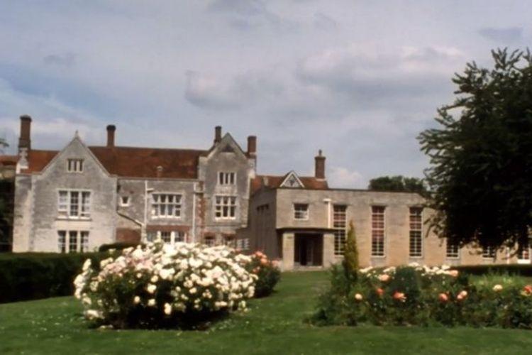 Treloar's College adalah sekolah swasta untuk anak-anak cacat dan di sinilah NHS menjalankan pengobatan untuk penderita haemofilia pada 1970an. [VIA BBC INDONESIA]