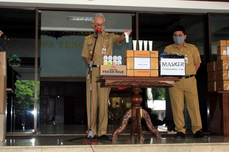 Penyerahan hand sanitizer dan bantuan lain untuk Pemprov Jawa Tengah.