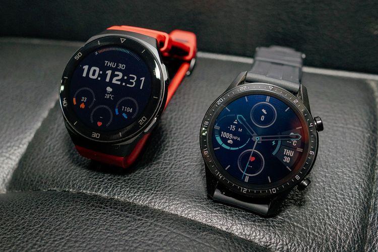 Watch Watch GT 2e (kiri) tampak lebih sporty dibandingkan Watch GT 2. Dua tombol serupa crown kini berganti tombol persegi panjang yang tidak terlalu menonjol.