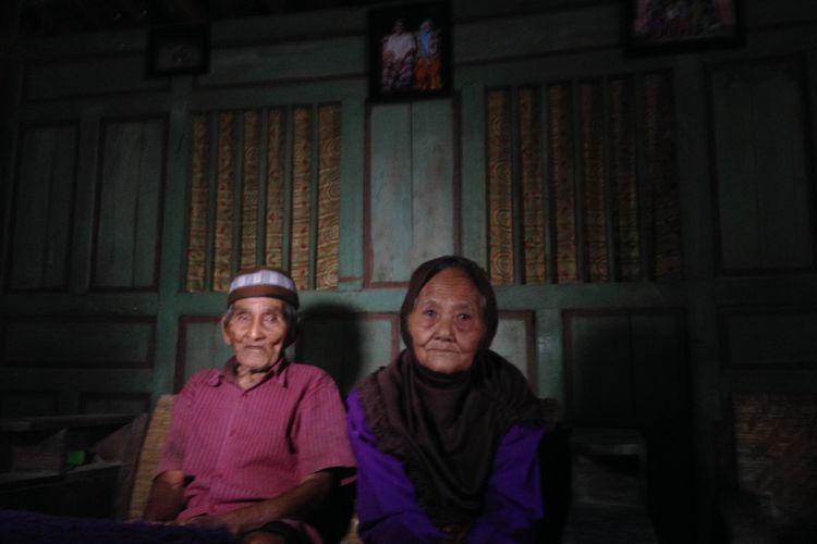 Pasangan Ponco Sentono dan ponco Sutiyem