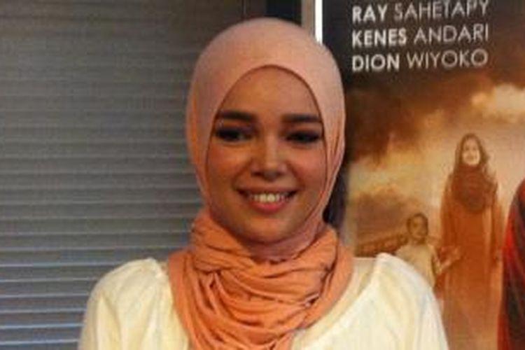 Dewi Sandra hadir dalam jumpa pers peluncuran klip video lagu Aku Pulang, di kantor rumah produksi Falcon Music, Kalibata, Jakarta Selatan, Minggu (6/7/2014).