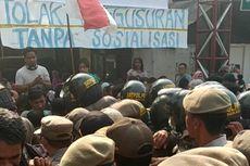 Warga Bentrok dengan Satpol PP yang Paksa Bongkar Perumahan di Bekasi