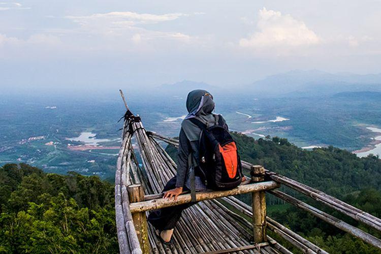 Spot Perahu di Menara Pandang Soko Gunung, Wonogiri.