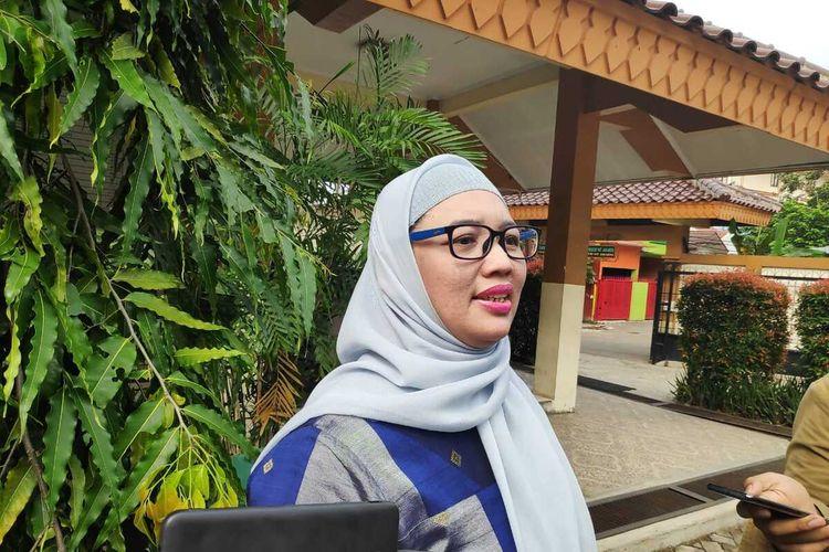 Retno Listyarti, Komisioner KPAI bidang Pendidikan kepada awak media di sekolah siswi yang tewas lompat dari lantai 4 gedung sekolahnya, Ciracas, Jakarta Timur, Senin (20/1/2020).