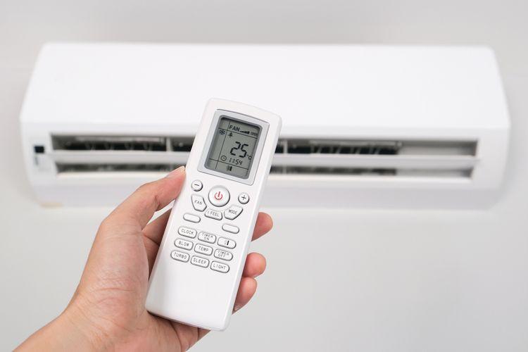 Ilustrasi pendingin ruangan atau AC (air conditioner), menyalakan AC.
