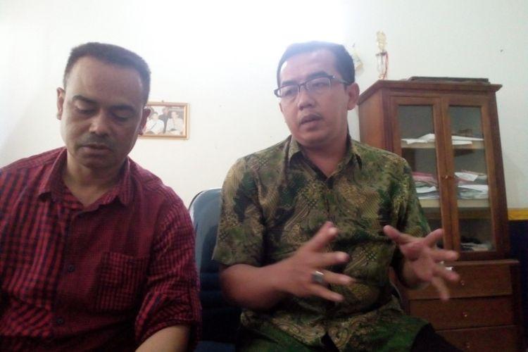 Sekretaris DPC Organda Kabupaten Garut Yudi Nurcahyadi (berkacamata) saat memberikan keterangan soal aksi mogok, Minggu (4/2/2018)
