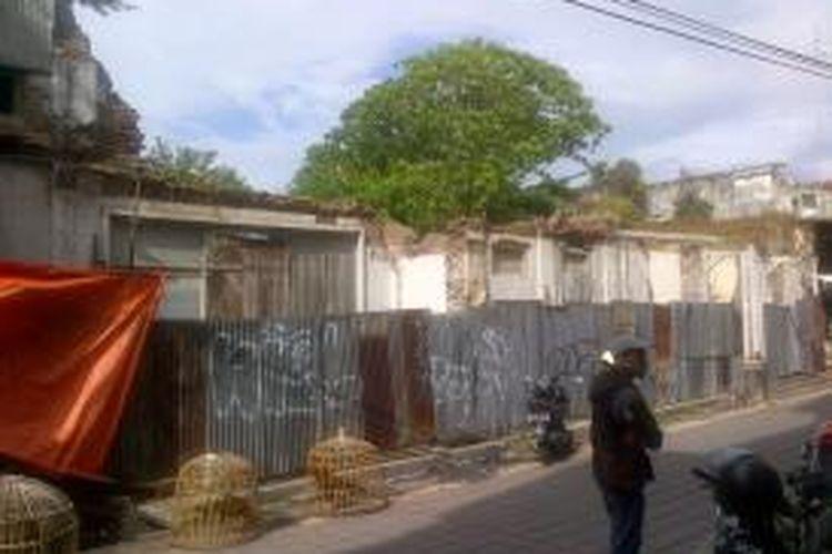 Gedung bersejarah yang dikenal sebagai eks Gedung De Locomotief dalam kondisi mengenaskan karena tidak pernah dirawat, Selasa (22/12/2015). Gedung ini semestinya masuk sebagai gedung bersejarah yang harus dilestarikan oleh Pemerintah Kota Semarang.