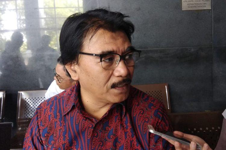 Mantan Menteri Pemuda dan Olahraga Adhyaksa Dault setelah menemui mantan Direktur Utama PT PLN Sofyan Basir di salah satu ruang sidang di Pengadilan Tindak Pidana Korupsi, Jakarta, Senin (7/1/2019).