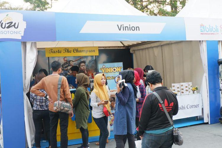 Vinion, usaha minuman susu aneka rasa milik Kevin Sanjaya Sukamuljo.