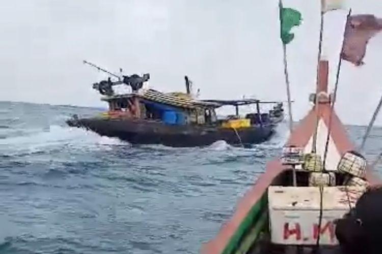 Kapal trawl dikejar nelayan tradisional di Seluma, Bengkulu