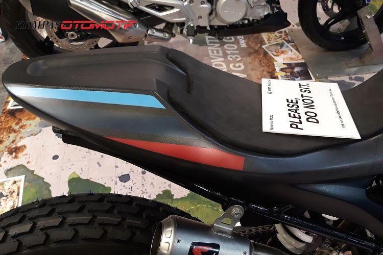 BMW G310 berbodi karbon