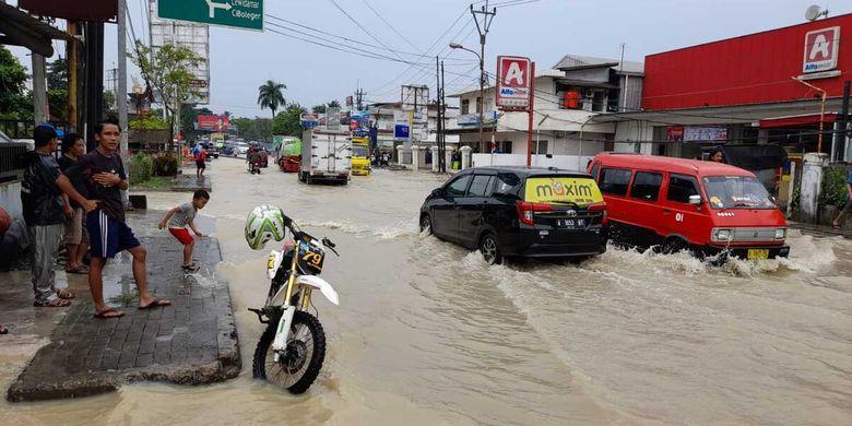 Banjir di Rangkasbitung di Kabupaten Lebak, Banten, Senin (13/9/2021).