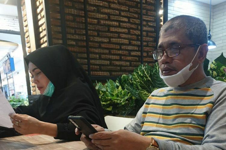 Khairuddin Siregar (51) bersama istri, Ervina Lubis (40) saat berada di Solo, Jawa Tengah, sebelum kembali ke Riau, Sabtu (26/6/2021).