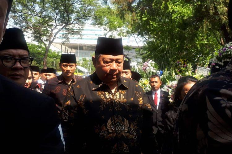 Presiden keenam RI Susilo Bambang Yudhoyono (SBY) melayat ke rumah duka almarhum BJ Habibie, Patra Kuningan, Jakarta Selatan, Kamis (12/9/2019).