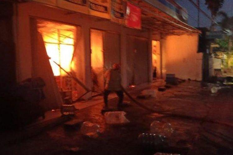 Kebakaran minimarket di Komplek Bumi Permata Sudiang (BPS), Kecamatan Biringkanaya, Kota Makassar, Kamis (10/6/2021) pagi.