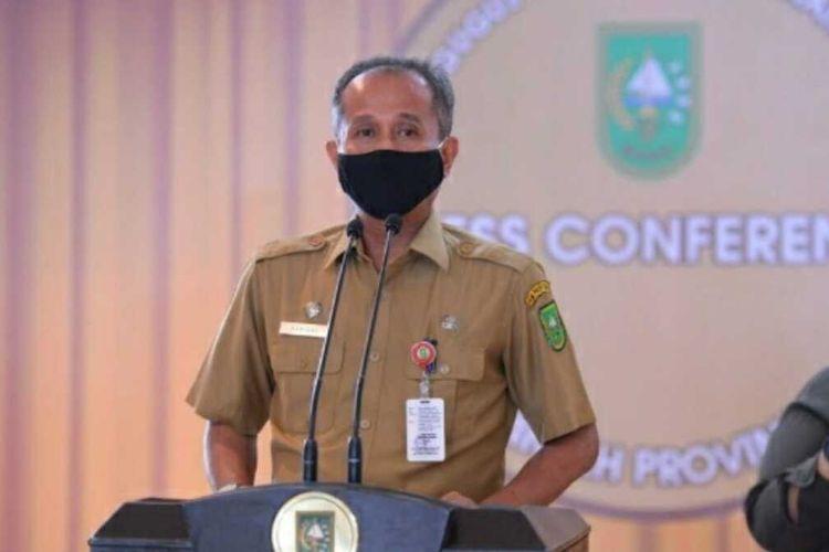 Pengurus Dekranasda dan Kepala Dinas Perindustrian dan Perdagangan Riau, Asrizal. Dok Pemprov Riau