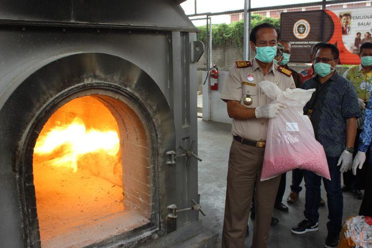 Pemusnahan Daging Babi Impor di Bandara Soekarno-Hatta, Kamis (29/11/2019)