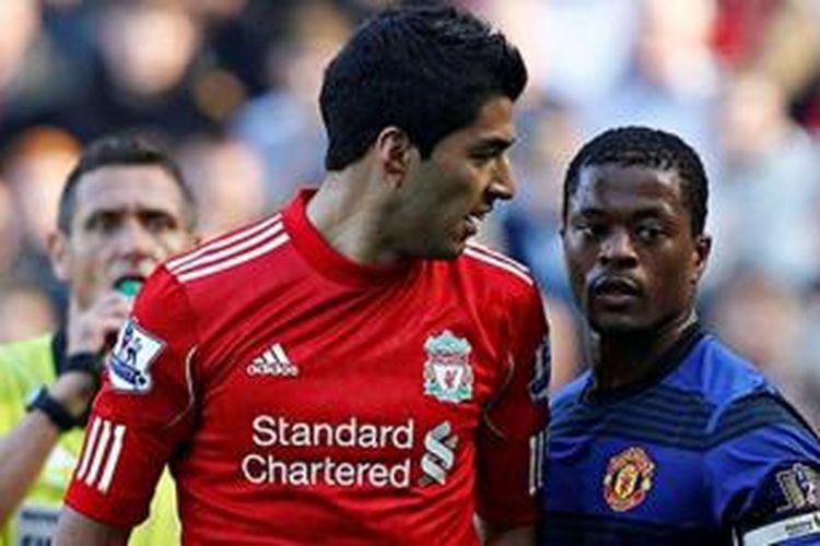 Bomber Liverpool, Luis Suarez, pernah berkonflik dengan bek Manchester United, Patrice Evra, saat kedua tim bertemu pada 11 Februari 2012.