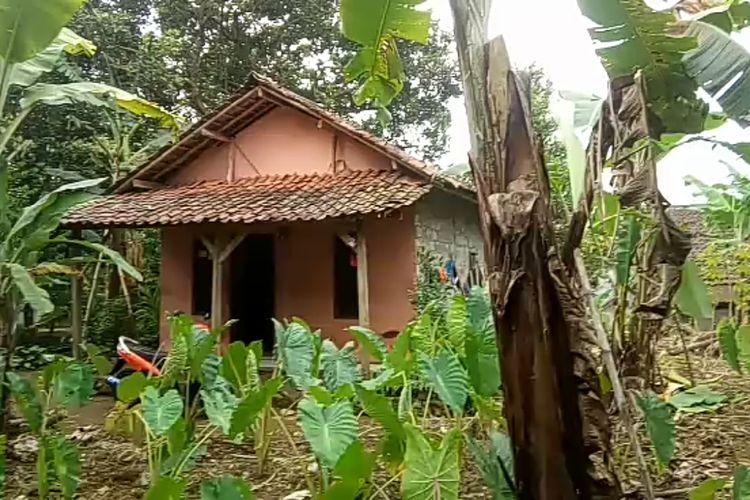 Suasana rumah Oma (30) warga Desa Sukaharja, Kecamatan Cijeruk, Kabupaten Bogor, Jawa Barat, setelah nekat mencuri tabung gas di sebuah warung kelontong.
