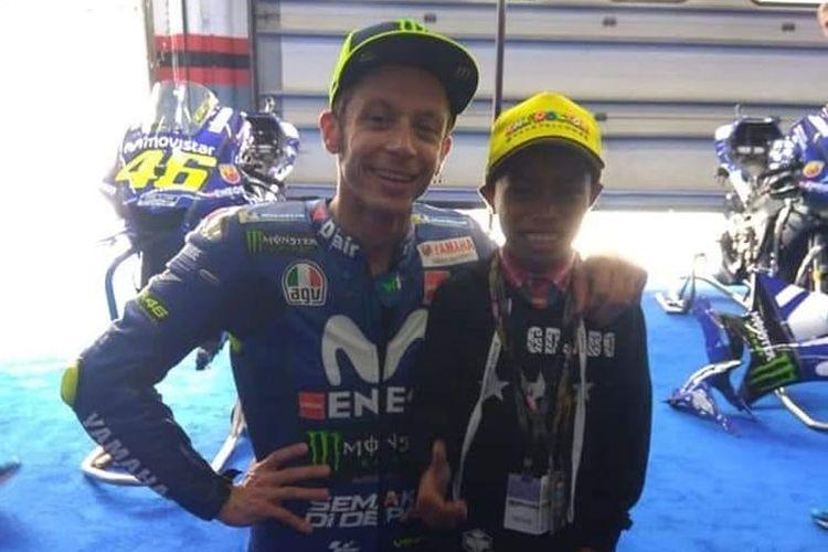 Dady, komentator MotoGP akhirnya bertemu dengan pebalap idolanya, Valentino Rossi di Malaysia.