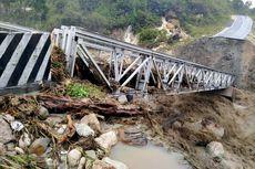 Jembatan Penghubung Putus Disapu Banjir, Kabupaten Yalimo di Papua Terisolasi